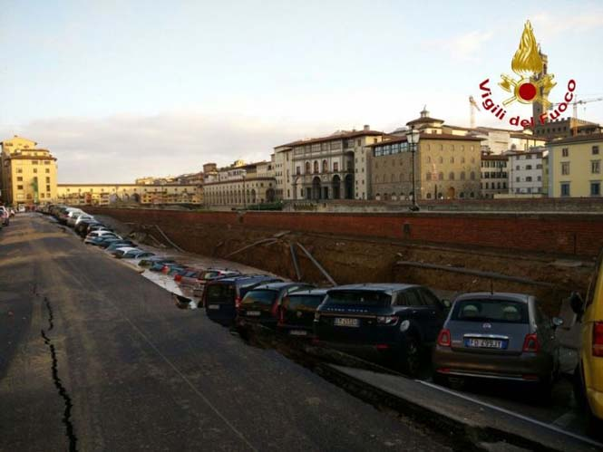 Χώρος στάθμευσης κατέρρευσε στις όχθες του ποταμού Άρνου στη Φλωρεντία (4)
