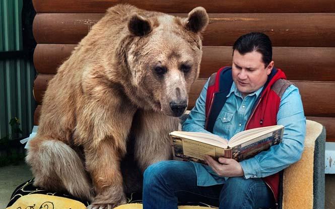 Ζευγάρι από την Ρωσία ζει με μια αρκούδα εδώ και 23 χρόνια (2)