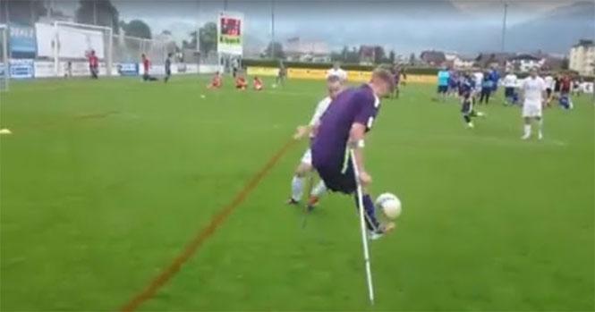 Ανάπηρος ποδοσφαιριστής πετυχαίνει ένα εκπληκτικό γκολ