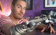 Καλλιτέχνης του τατουάζ έχασε το χέρι του και το αντικατέστησε με μηχάνημα για τατουάζ (1)