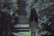 Το κοριτσάκι από το «The Ring» τρομοκρατεί περαστικούς στους δρόμους της Αθήνας