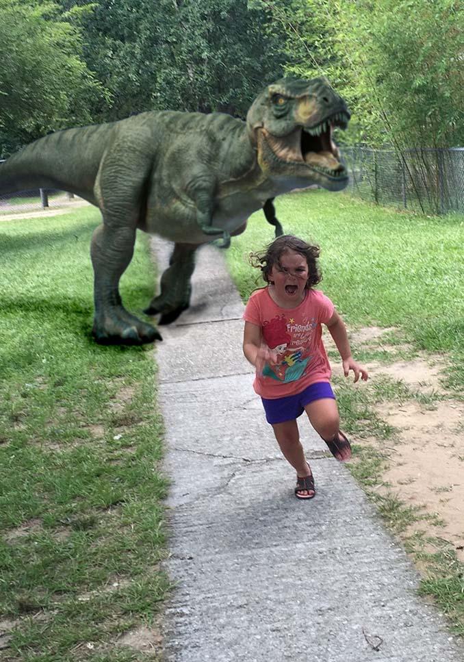 Κοριτσάκι τρέχει να γλυτώσει από παγόνι και οι ειδικοί του Photoshop αναλαμβάνουν δράση (6)