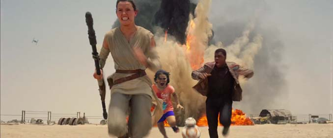 Κοριτσάκι τρέχει να γλυτώσει από παγόνι και οι ειδικοί του Photoshop αναλαμβάνουν δράση (8)