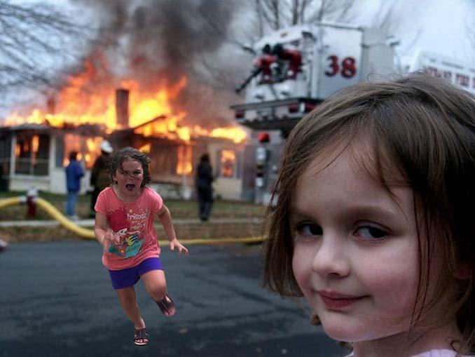 Κοριτσάκι τρέχει να γλυτώσει από παγόνι και οι ειδικοί του Photoshop αναλαμβάνουν δράση (12)