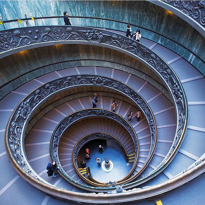 Η σκάλα στο Βατικανό που μοιάζει με μάτι   Φωτογραφία της ημέρας