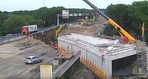 Δείτε πως κατασκεύασαν ένα τούνελ κάτω από αυτοκινητόδρομο μέσα σε ένα Σαββατοκύριακο (Video)
