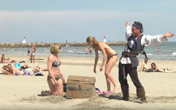 Ο Remi Gaillard τρελαίνει κόσμο σε ρόλο πειρατή