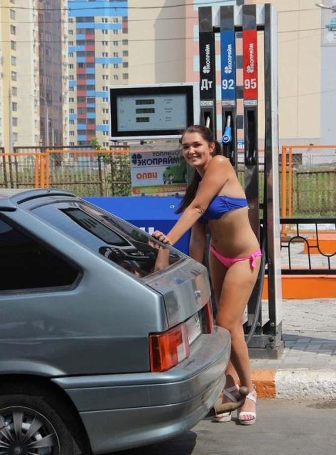 Βενζινάδικο στη Ρωσία προσφέρει δωρεάν βενζίνη σε γυναίκες που φορούν μπικίνι (3)