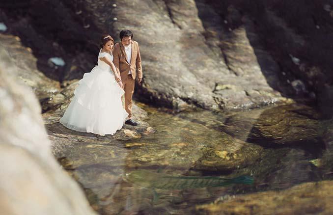 Φωτογράφος γάμων μετατρέπει τα ζευγάρια σε μινιατούρες (22)