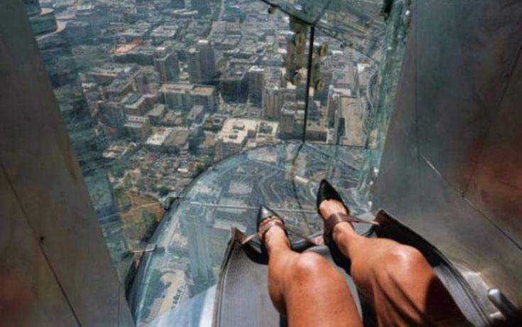 Θα τολμούσατε να μπείτε σε αυτή την γυάλινη τσουλήθρα στον 70ο όροφο; (1)