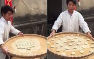 Αυτός ο πλανόδιος πωλητής από την Κίνα θα μπορούσε να είναι μάγος