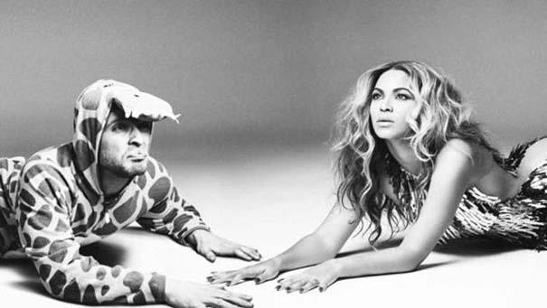 Σπεσιαλίστας του Photoshop εισβάλλει σε φωτογραφίες φορώντας πυτζάμα δεινοσαύρου (19)