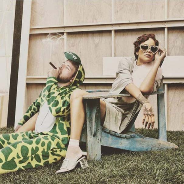 Σπεσιαλίστας του Photoshop εισβάλλει σε φωτογραφίες φορώντας πυτζάμα δεινοσαύρου (23)