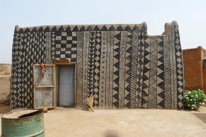 Tiebele: Το αφρικανικό χωριό με την μοναδική διακόσμηση στους τοίχους των σπιτιών (1)