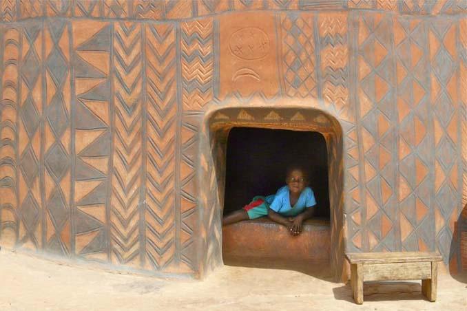 Tiebele: Το αφρικανικό χωριό με την μοναδική διακόσμηση στους τοίχους των σπιτιών (2)