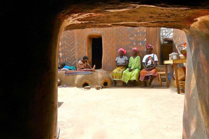 Tiebele: Το αφρικανικό χωριό με την μοναδική διακόσμηση στους τοίχους των σπιτιών (3)