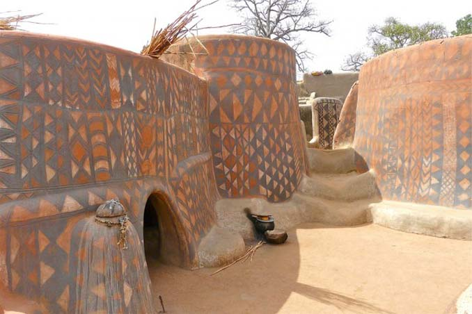 Tiebele: Το αφρικανικό χωριό με την μοναδική διακόσμηση στους τοίχους των σπιτιών (4)