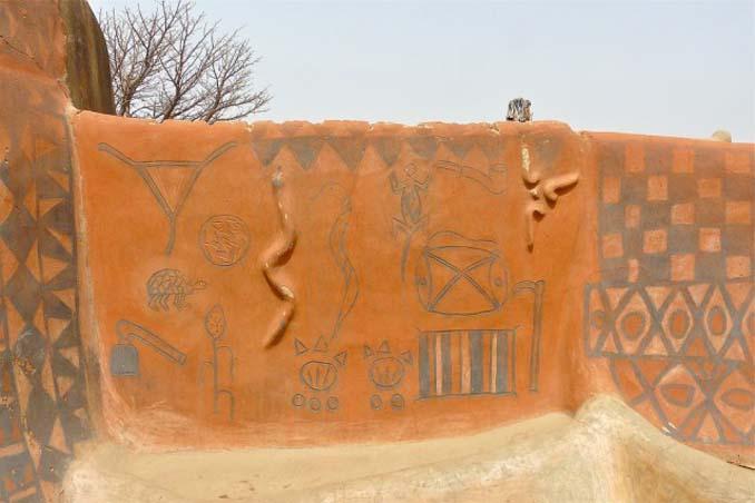 Tiebele: Το αφρικανικό χωριό με την μοναδική διακόσμηση στους τοίχους των σπιτιών (5)