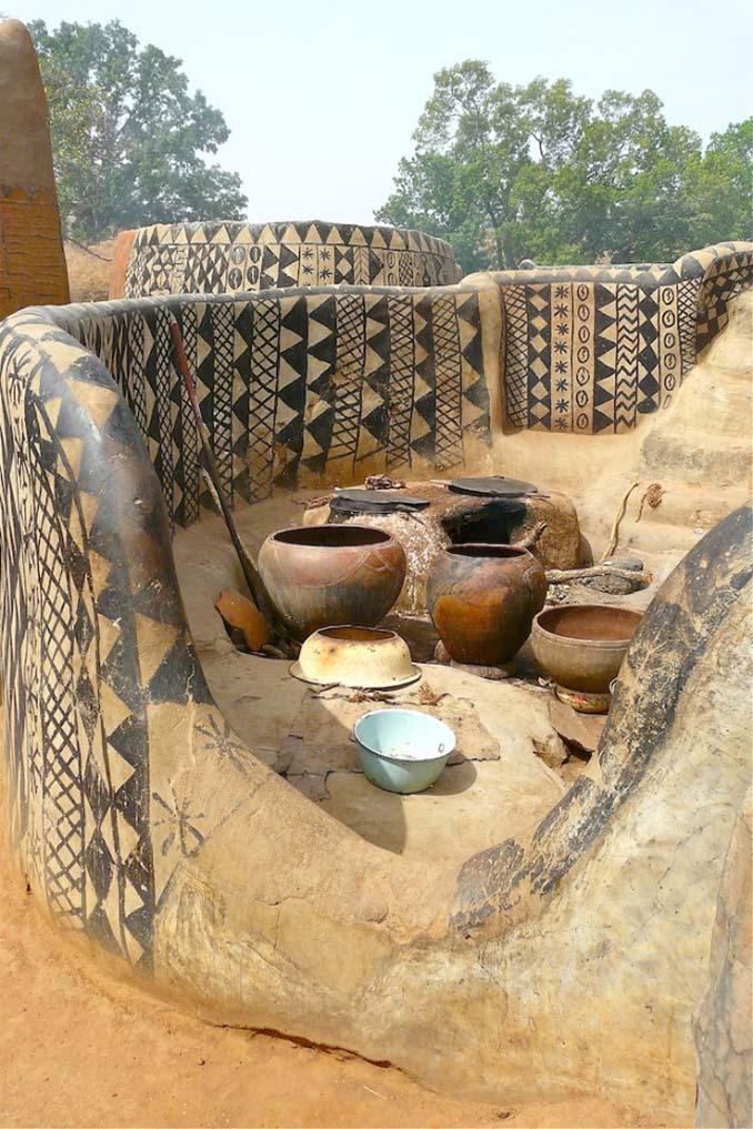 Tiebele: Το αφρικανικό χωριό με την μοναδική διακόσμηση στους τοίχους των σπιτιών (6)