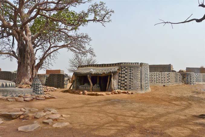 Tiebele: Το αφρικανικό χωριό με την μοναδική διακόσμηση στους τοίχους των σπιτιών (8)