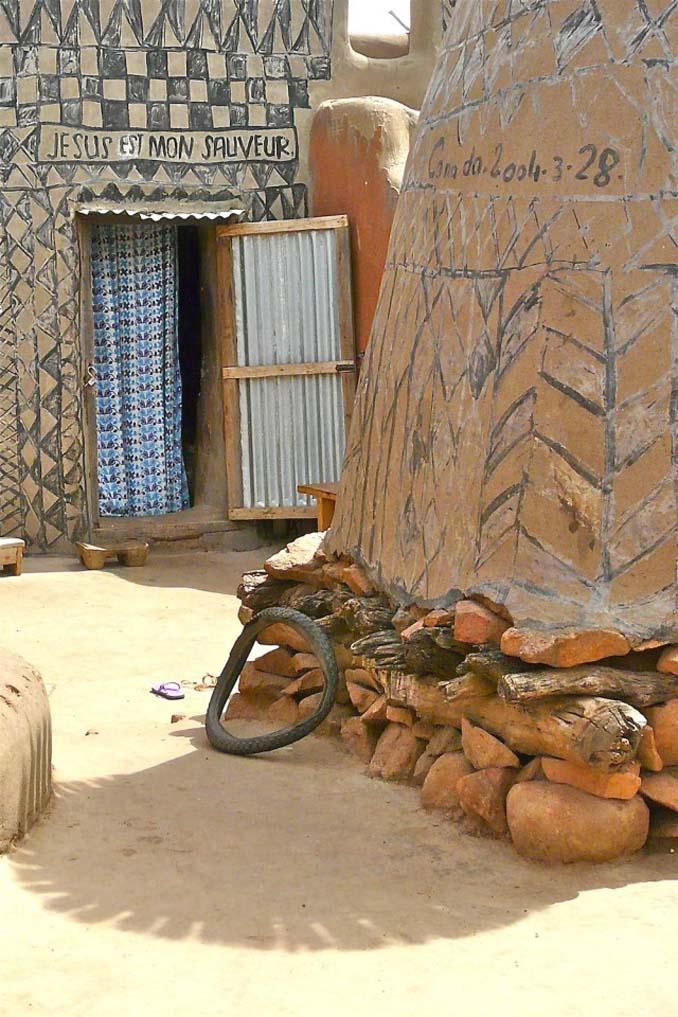 Tiebele: Το αφρικανικό χωριό με την μοναδική διακόσμηση στους τοίχους των σπιτιών (9)