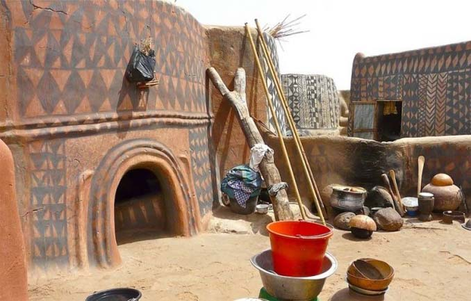 Tiebele: Το αφρικανικό χωριό με την μοναδική διακόσμηση στους τοίχους των σπιτιών (11)