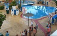 Δείτε τι κάνουν οι Άγγλοι τουρίστες την στιγμή που ανοίγει η πισίνα ξενοδοχείου στην Ισπανία