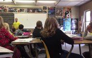 Δάσκαλος κάνει μάθημα για τις πυρκαγιές και ξαφνικά πηδάει από το παράθυρο