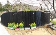 Δημόσια τουαλέτα σε γυάλινο κουτί και κήπο στην Ιαπωνία (1)