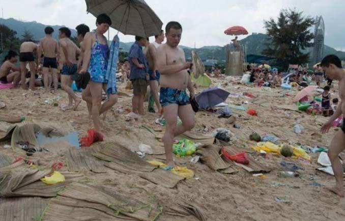 Εν τω μεταξύ, σε μια «ονειρεμένη» παραλία της Κίνας... (2)