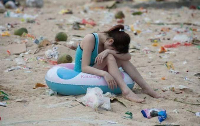Εν τω μεταξύ, σε μια «ονειρεμένη» παραλία της Κίνας... (4)