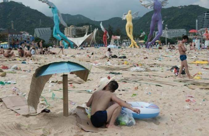 Εν τω μεταξύ, σε μια «ονειρεμένη» παραλία της Κίνας... (5)