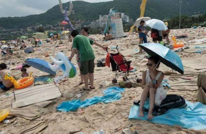 Εν τω μεταξύ, σε μια «ονειρεμένη» παραλία της Κίνας... (6)