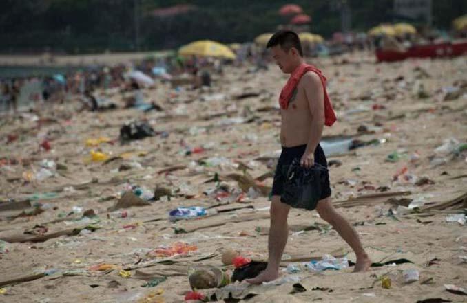 Εν τω μεταξύ, σε μια «ονειρεμένη» παραλία της Κίνας... (7)