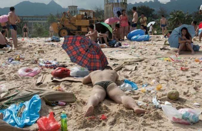 Εν τω μεταξύ, σε μια «ονειρεμένη» παραλία της Κίνας... (8)