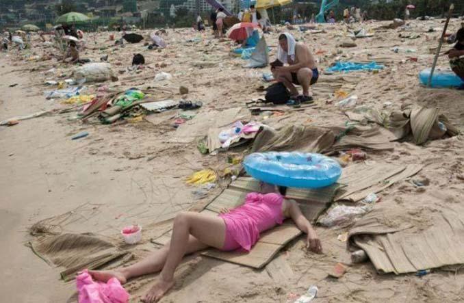 Εν τω μεταξύ, σε μια «ονειρεμένη» παραλία της Κίνας... (9)