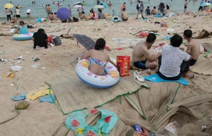 Εν τω μεταξύ, σε μια «ονειρεμένη» παραλία της Κίνας... (11)