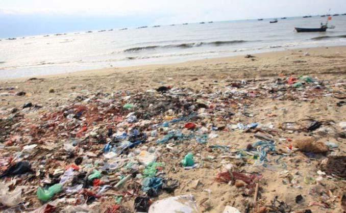 Εν τω μεταξύ, σε μια «ονειρεμένη» παραλία της Κίνας... (12)