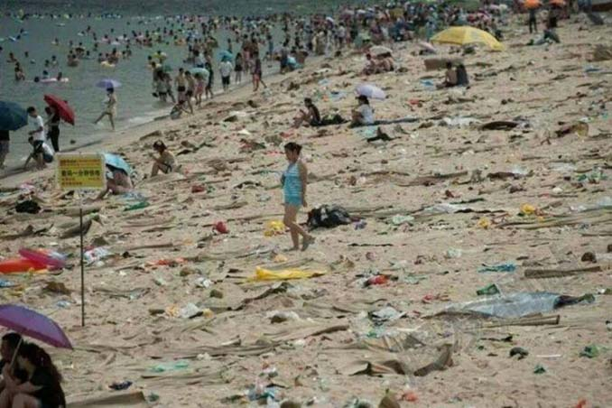 Εν τω μεταξύ, σε μια «ονειρεμένη» παραλία της Κίνας... (13)
