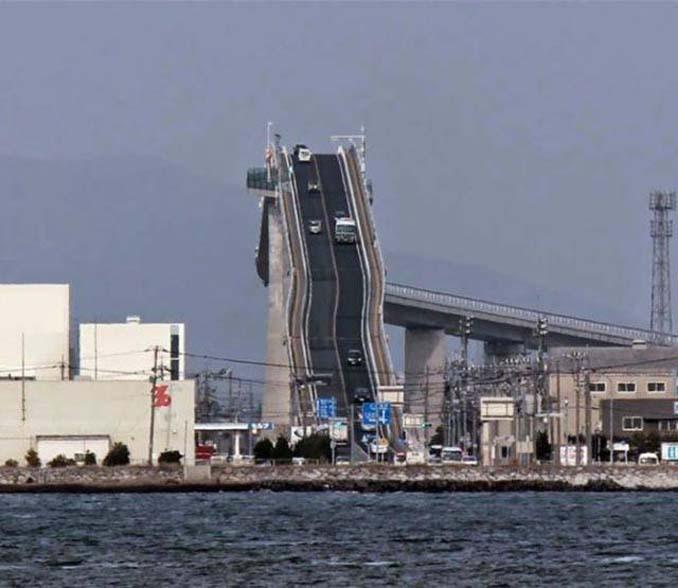 Γέφυρα στην Ιαπωνία μοιάζει τρομακτική (2)