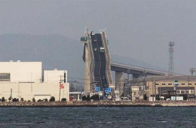 Γέφυρα στην Ιαπωνία μοιάζει τρομακτική (4)