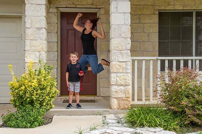 Ξεκαρδιστικές αντιδράσεις γονιών για την πρώτη μέρα των παιδιών τους στο σχολείο (5)