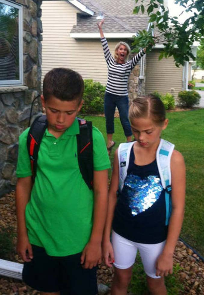 Ξεκαρδιστικές αντιδράσεις γονιών για την πρώτη μέρα των παιδιών τους στο σχολείο (6)