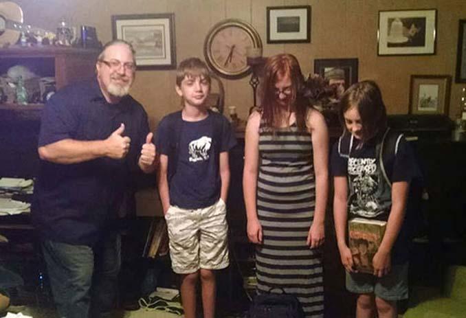Ξεκαρδιστικές αντιδράσεις γονιών για την πρώτη μέρα των παιδιών τους στο σχολείο (7)