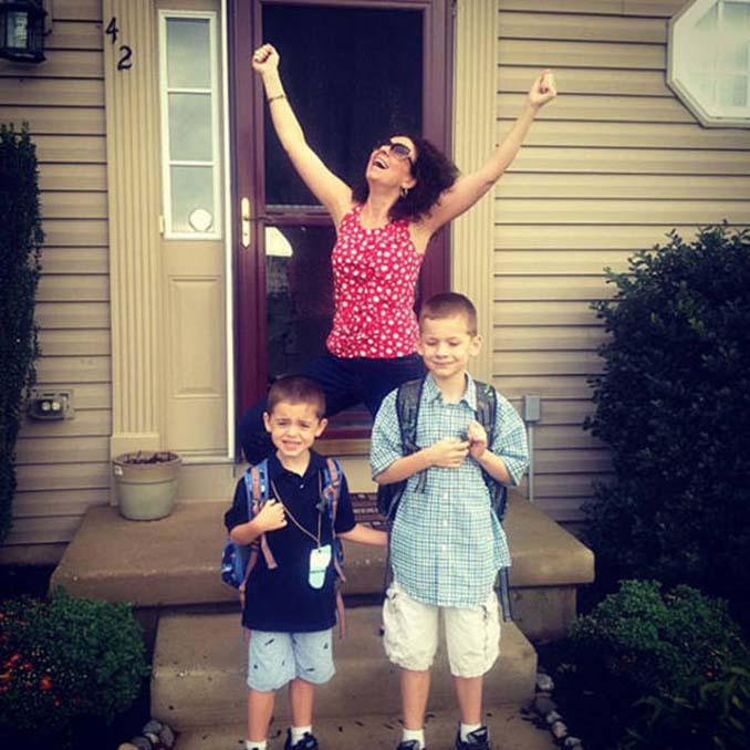Ξεκαρδιστικές αντιδράσεις γονιών για την πρώτη μέρα των παιδιών τους στο σχολείο (9)