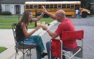 Ξεκαρδιστικές αντιδράσεις γονιών για την πρώτη μέρα των παιδιών τους στο σχολείο (19)