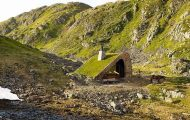 Μοντέρνα καλύβα στη Νορβηγία που γίνεται ένα με το περιβάλλον (1)