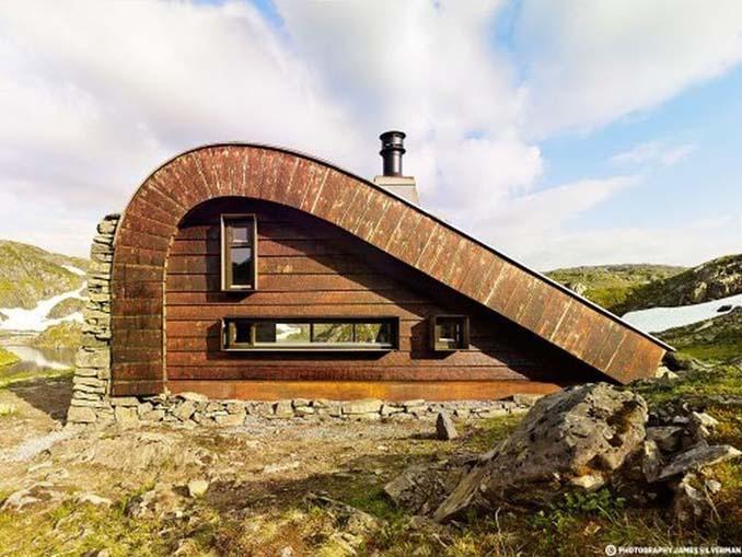 Μοντέρνα καλύβα στη Νορβηγία που γίνεται ένα με το περιβάλλον (4)
