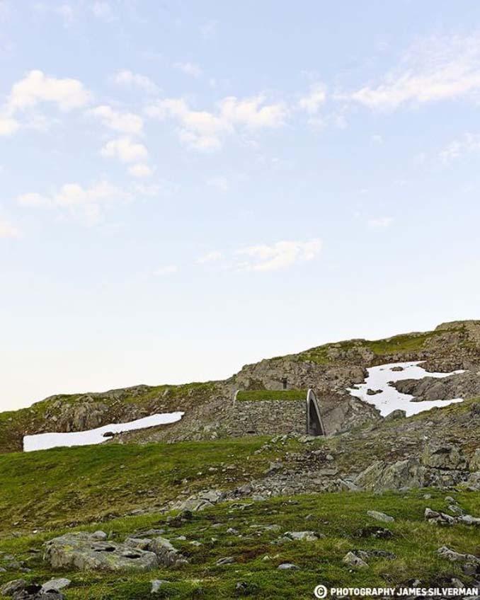 Μοντέρνα καλύβα στη Νορβηγία που γίνεται ένα με το περιβάλλον (6)
