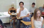 Όλα μοιάζουν φυσιολογικά σε αυτή την αίθουσα με φοιτητές...